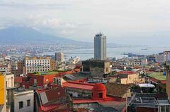 Vista panorámica de Nápoles y el Vesubio