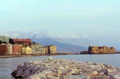 Castel dell'Ovo y la costa de Nápoles