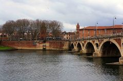 Río Garona y Pont Neuf en Toulouse