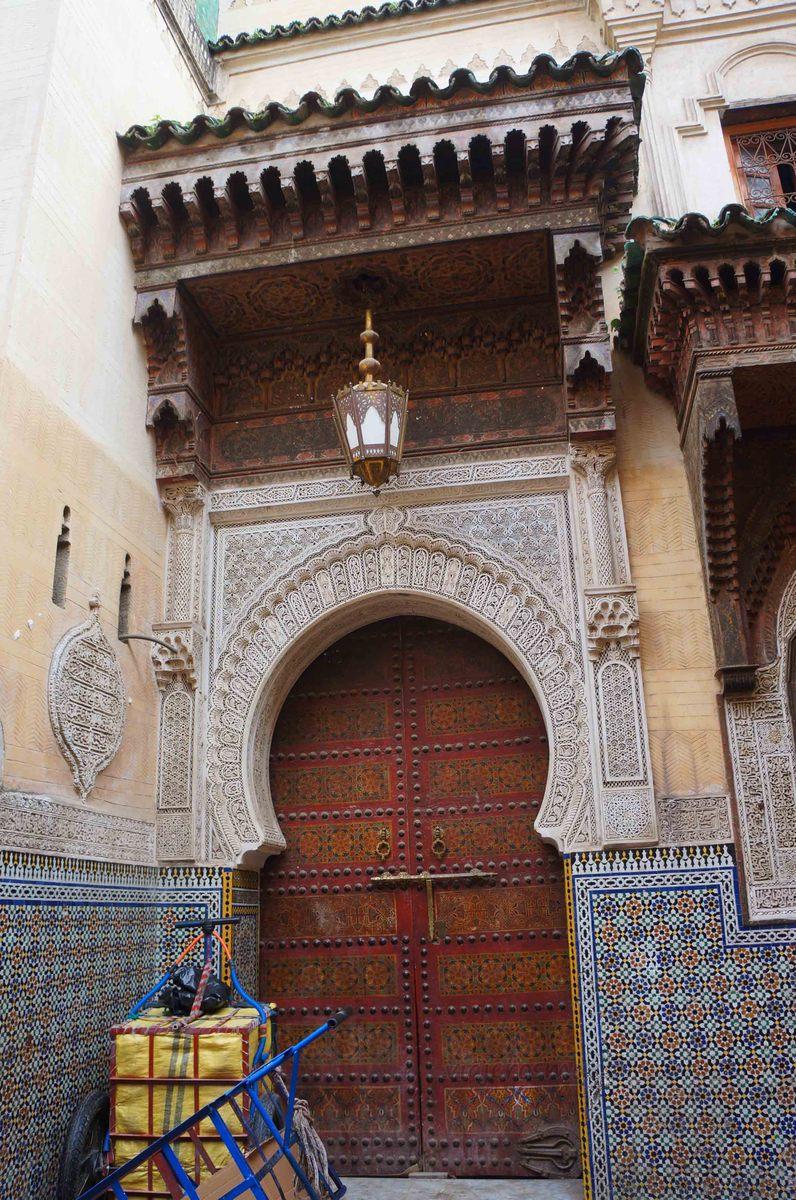 Portones en la medina de Fez, Marruecos