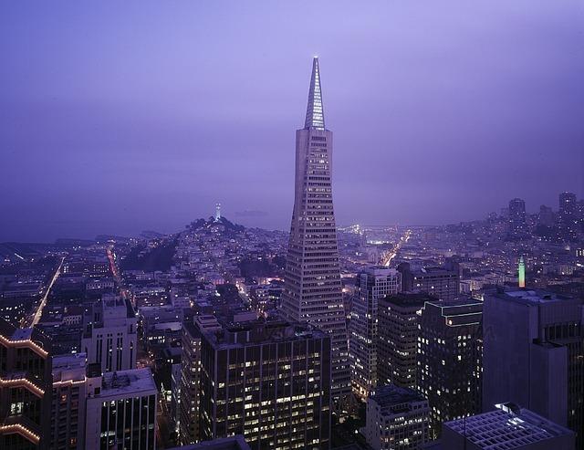 Vista nocturna de la ciudad de San Francisco