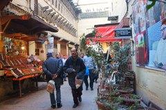 Calle de Tala'a Kabira en la medina de Fez, Marruecos