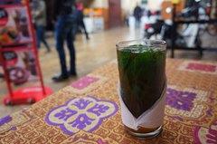 Un té de menta en un bar marroquí de Fez