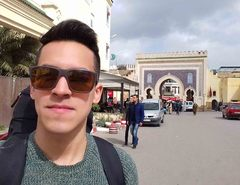 Puerta de Bab Bou Jeloud en la medina de Fez, Marruecos