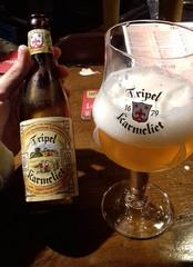 Una Tripel Karmeliet en el bar Delirium, Bruselas