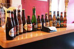 Cervezas belgas en un hostal de Brujas