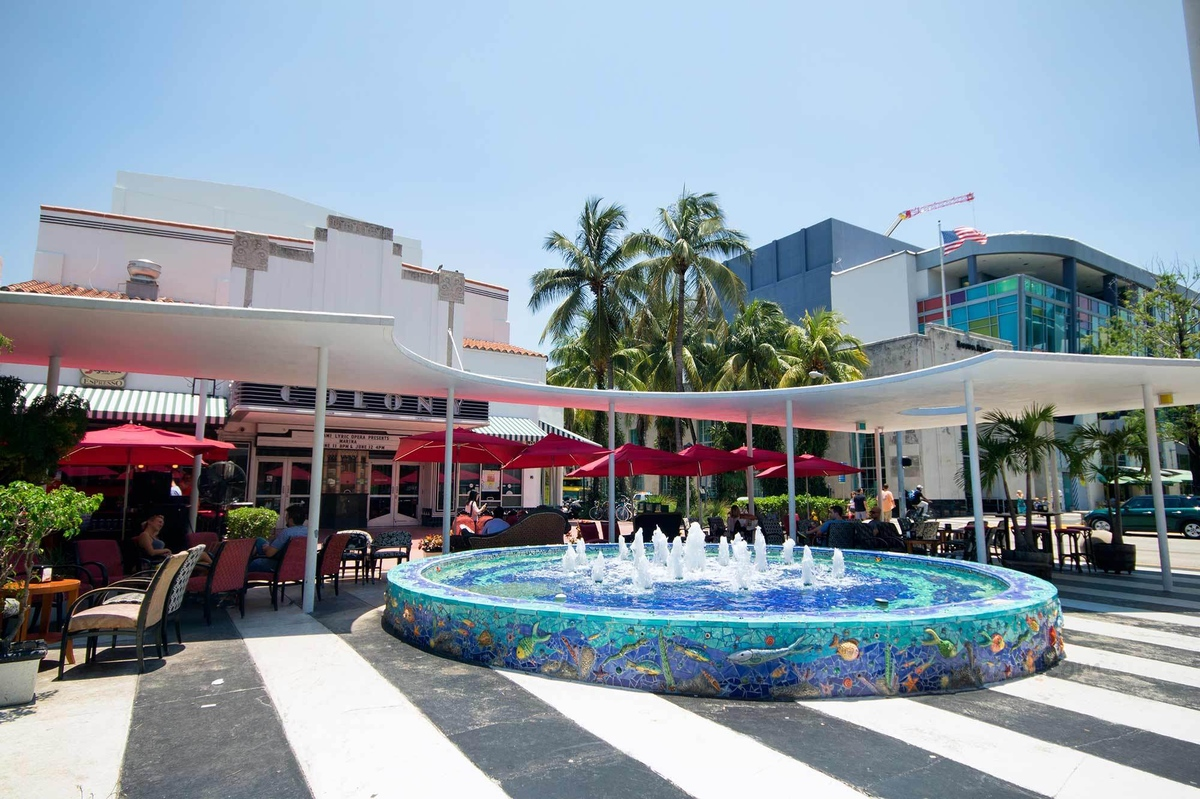 Shopping-In-South-Beach-Miami-Lincoln-Road-Mall-7.jpg