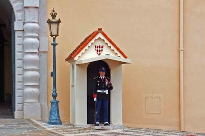 Guardia en el Palacio del Príncipe de Mónaco