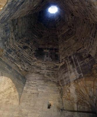 Torre de humo en el Palacio papal de Aviñón