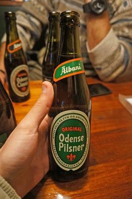 Cerveza danesa en un bar de Copenhague