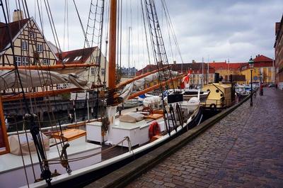 Antiguos barcos en el puerto de Copenhague
