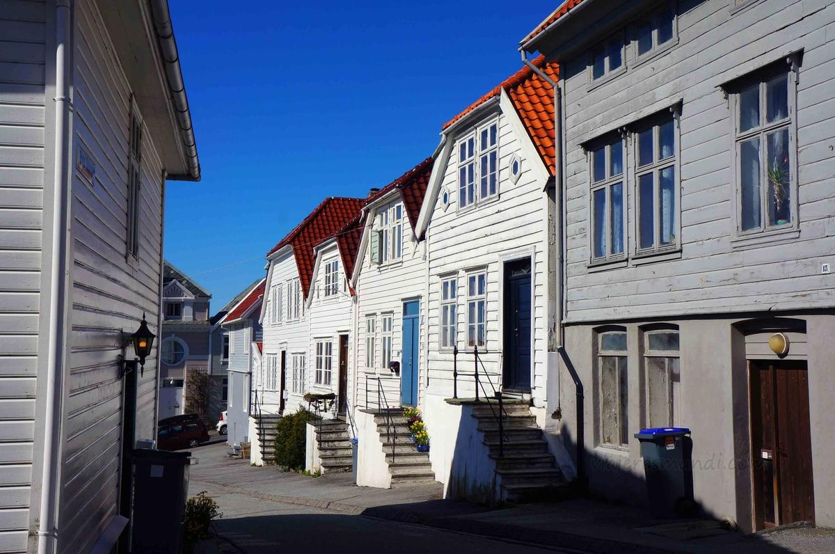 Barrio noruego típico en la colina de Fløyen, en Bergen