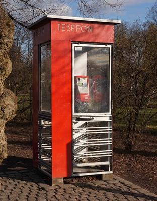 Antigua caseta telefónica en Oslo
