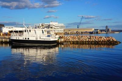 Embarcadero en la bahía de Oslo