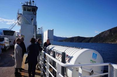 A bordo de un ferry en los fiordos de Noruega