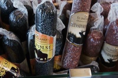 Salchichón de alce en un mercado de Bergen
