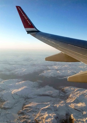Vista de las montañas de Noruega desde el cielo