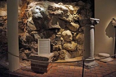 Antigua muralla en el Museo de Estocolmo Medieval