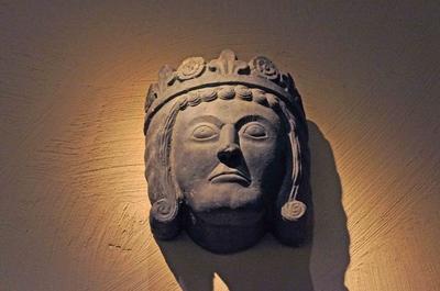 Rostro tallado de un rey sueco en el Museo de Estocolmo Medieval