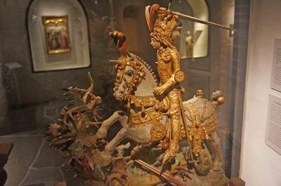 Estatua de San Jorge y el dragón en el Museo de Estocolmo Medieval
