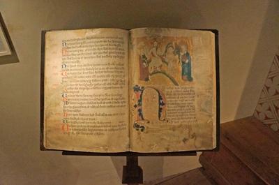 Antiguo papiro en el Museo de Estocolmo Medieval