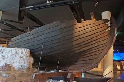 Antigua embarcación en el Museo de Estocolmo Medieval