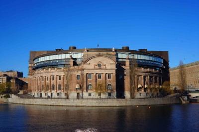 Vista poniente del Palacio del Parlamento sueco en Estocolmo