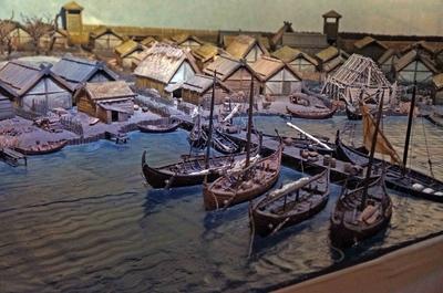 Maqueta de pueblo vikingo en el Museo de Historia Sueca en Estocolmo