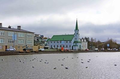 Lago Tjörnin, en el centro de Reikiavik
