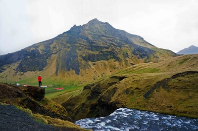 Boca de la cascada Skógafoss, Islandia