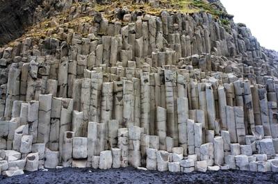 Columnas hexagonales en la playa de Reynisfjara, Islandia