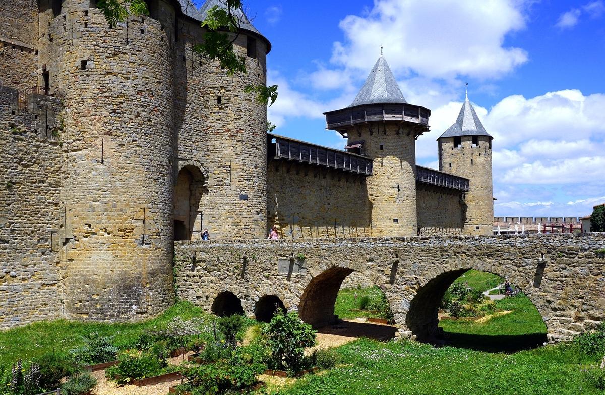 large.Carcassonne.jpg.efa6667e8eed42418f0f3473305a02fa.jpg