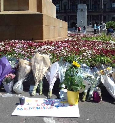 Ofrenda para los atentados de Manchester, en Glasgow