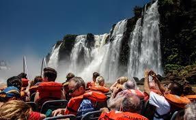 Cataratas del Iguazu paseo en bote.jpg