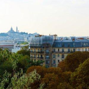 Vista de Montmartre desde el Parc des Buttes-Chaumont, París