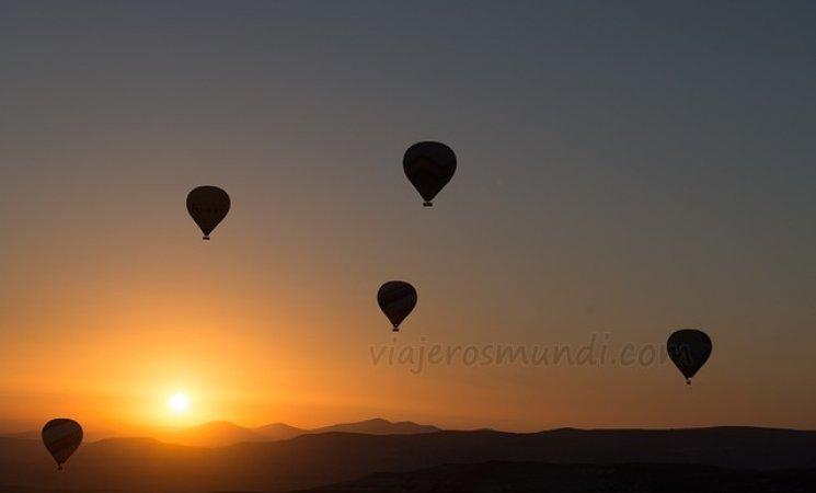 hot-air-ballooning-436442_640.jpg