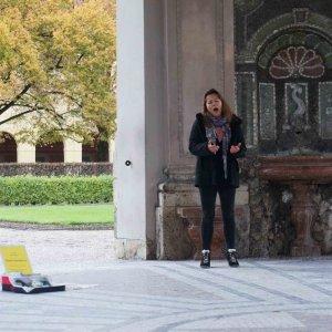 Una cantante de ópera callejera en Múnich