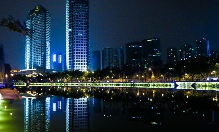 Vista de la ciudad de Chengdú de noche