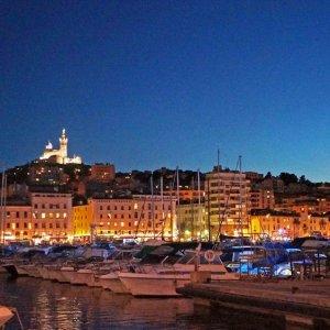 Puerto antiguo de Marsella de noche