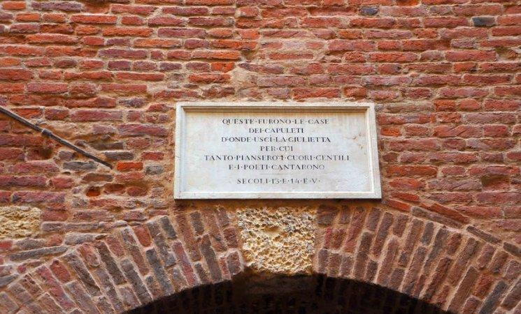 Entrada a la casa de Julieta en Verona