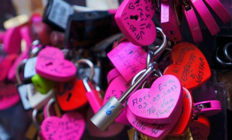 Candados del amor en la casa de Julieta, Verona