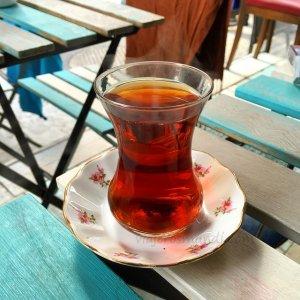 Café servido en una taza típica de Turquía