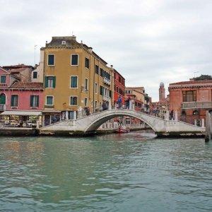 Venecia frente a la estación de tren Santa Lucía