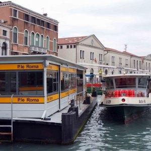 Estación de vaporetto en Venecia