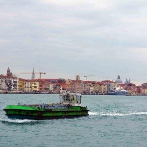 Navegando por la Laguna de Venecia