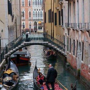 Góndolas en los canales de Venecia