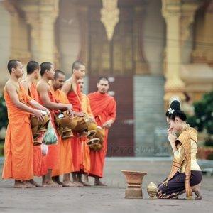 Monjes orando