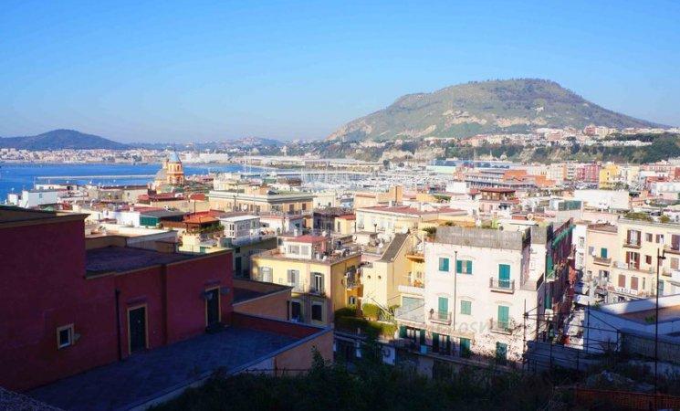 Vista de Pozzuoli, Nápoles