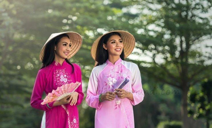 Mujeres con ropa típica