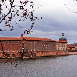 Hotel Dieu desde el río Garona en Toulouse